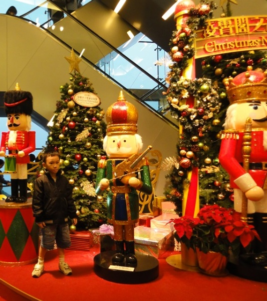 At this time, the lil one had no ide at all about who is this famous Nutcracker