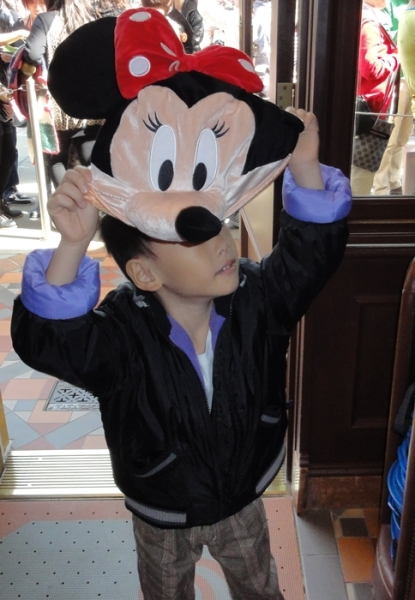 Hey, I don't want this Minnie hat