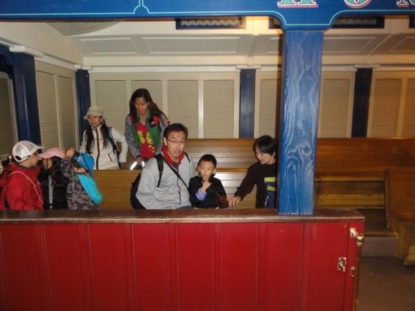 Night train in Disneyland, no queue.....