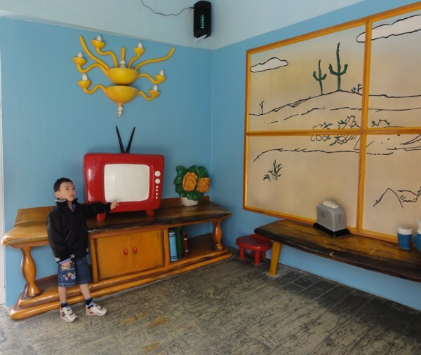 Oh, they even had TV too.............cute one......