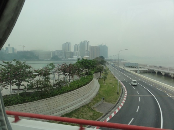 This was Macau with its big and wide roads.............but empty......wow, what a convenient place to live with no traffic jam