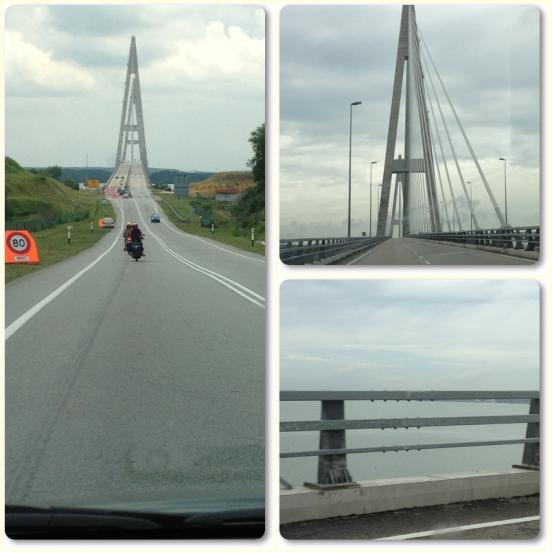 The bridge with seaview