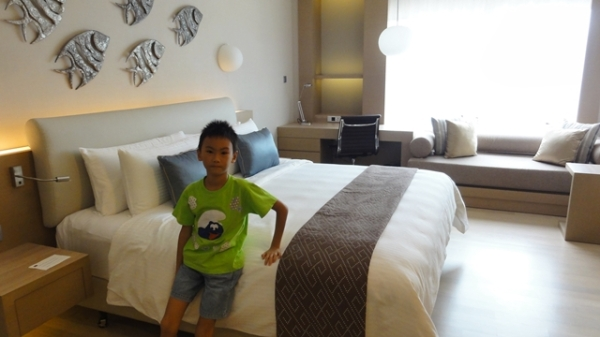 Finally, our room......big and comfortable bed and pillow. We had a good night sleep