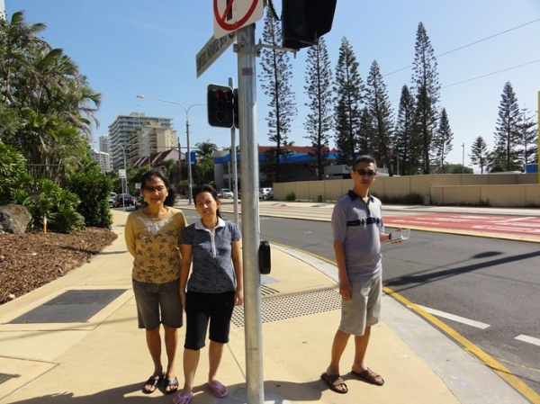 From our hotel, we just turned left and then turned right and walked straight to reach the busy streets in Surfers Paradise. The walks took about 15 to 30 minutes