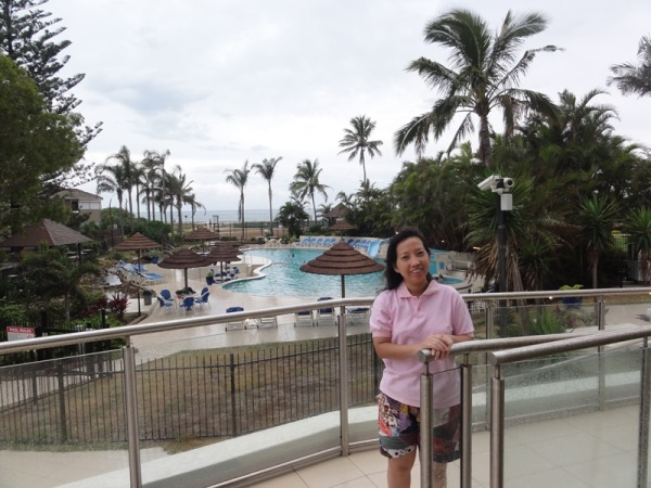 The pool was bigger and deeper (about 1.6 M depth) than our previous hotel.
