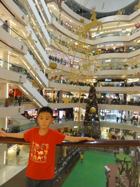 Super tall Christmas tree in Tunjungan Plaza