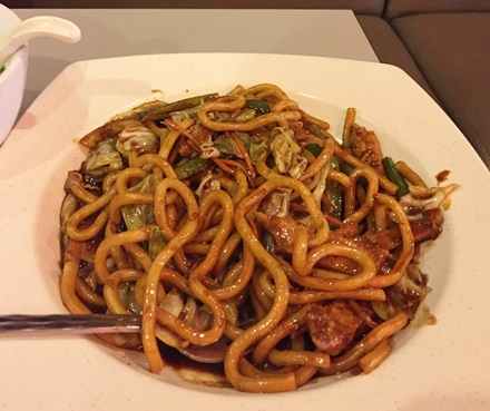 Udon with pork in black pepper sauce