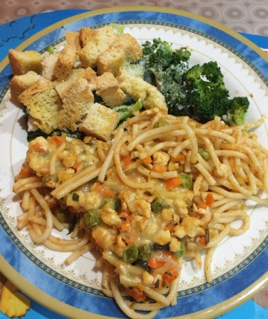 Baked spaghetti in tomato sauce with chicken, carrot, peas, with additional broccoli salad and homemade croutons with parmesan cheese