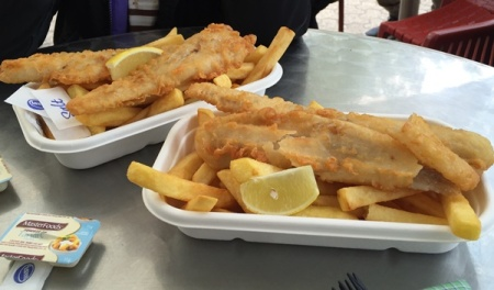 Big portion of fish and chips in Taronga Zoo...........we ordered two portions, one to be shared among the parents, and one was for the lil one