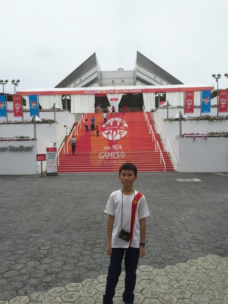 This was our first time to even see Singapore Indoor Stadium, and we finally would come inside.......how exciting!