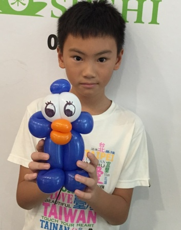 Penguin balloon sculpture