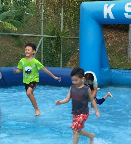 Even though he said he was tired, he still continued playing water soccer...................heavy sigh...........