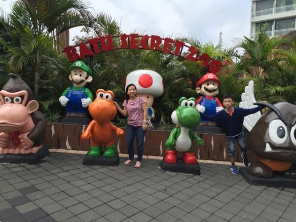 Mario and friends near teh Exit Door