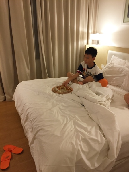 This will never happen at home...........eating pizza on the bed, but it was a holiday......so go ahead.........