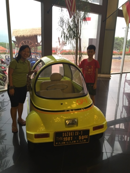 One word for this yellow car: CUTE!