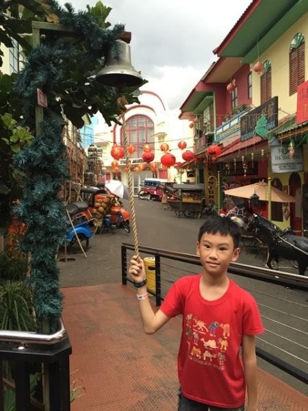 This looked like Pecinan (China Town) in Jakarta. The boy loved to ring the bell for so many times that we had to close our ears because it was very noisy