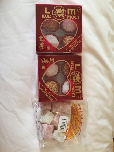 My mom bought mochi (yumm......my favorite) from Senza