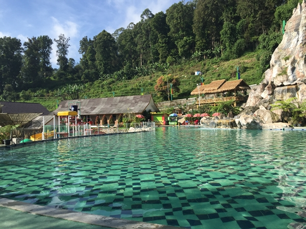 Natural hot spring with amazing view in the bakcground