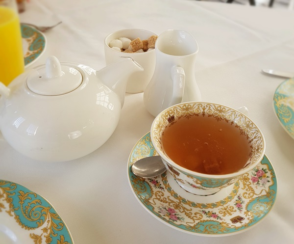 A pot of tea was served with rock sugar